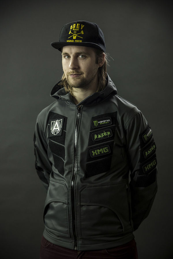 Even with the hat Loda is sexy