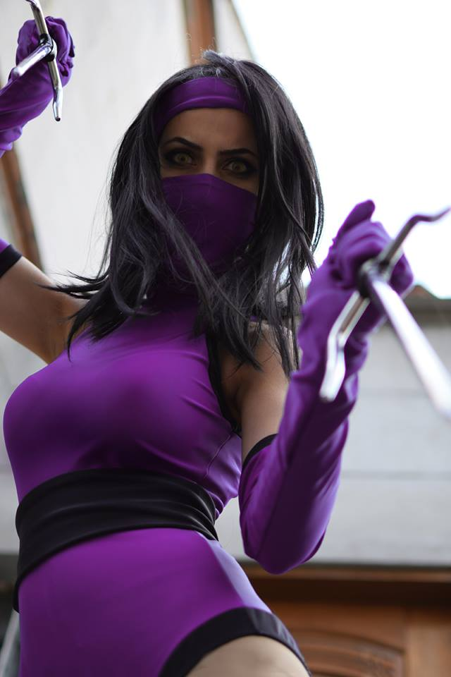 Candy cosplays Mileena